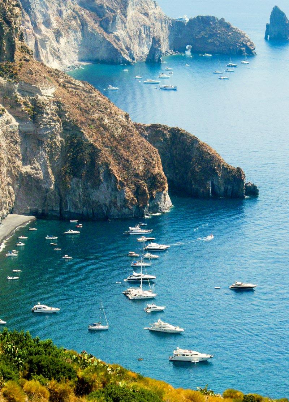 Le spiagge di lipari in sicilia ecco le 7 pi belle - Immagini di spongebob e sabbia ...