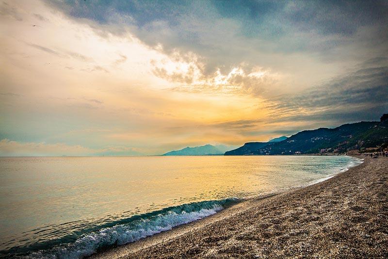 Matrimonio Spiaggia Varigotti : Spiagge italiane che purtroppo non tutti conoscono