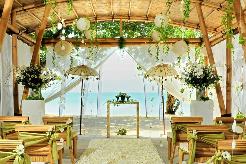 I 12 posti pi belli del mondo per un matrimonio in riva for Bali wedding decoration ideas