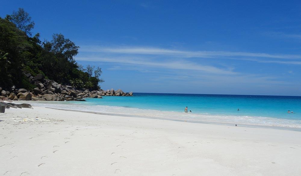 sabbia-bianca-seychelles-praslin