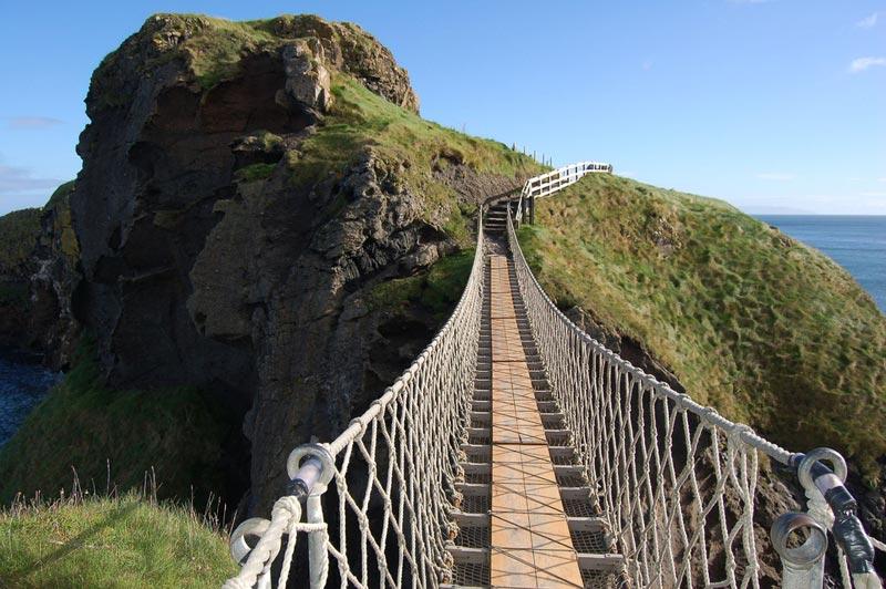 Camminare su un ponte di corda sospeso nel vuoto si pu for Piani di fondazione del ponte