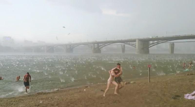 tempesta-grandine-spiaggia (1)