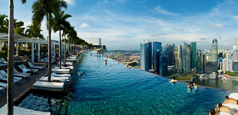 200 metri di altezza e una vista mozzafiato su singapore for Piscina singapur