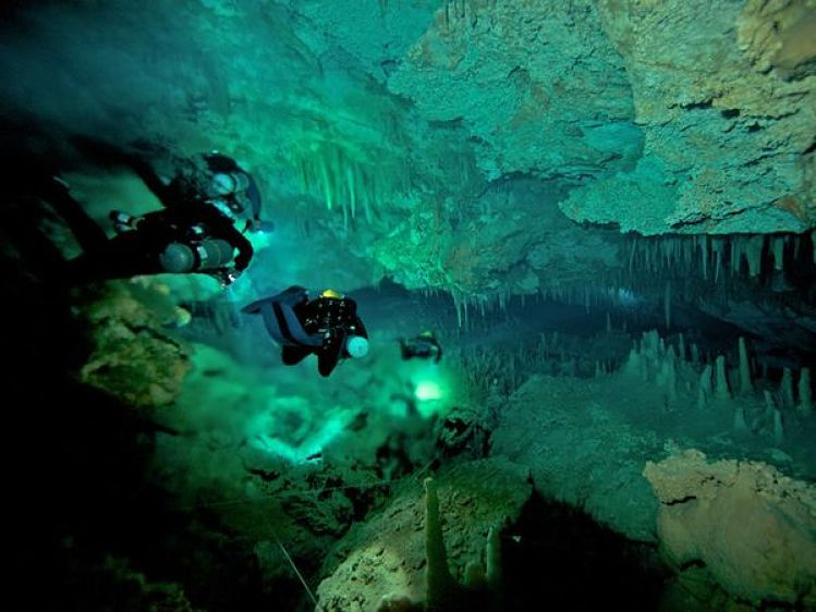 14-cave-diving-blue-holes-the-bahamas1