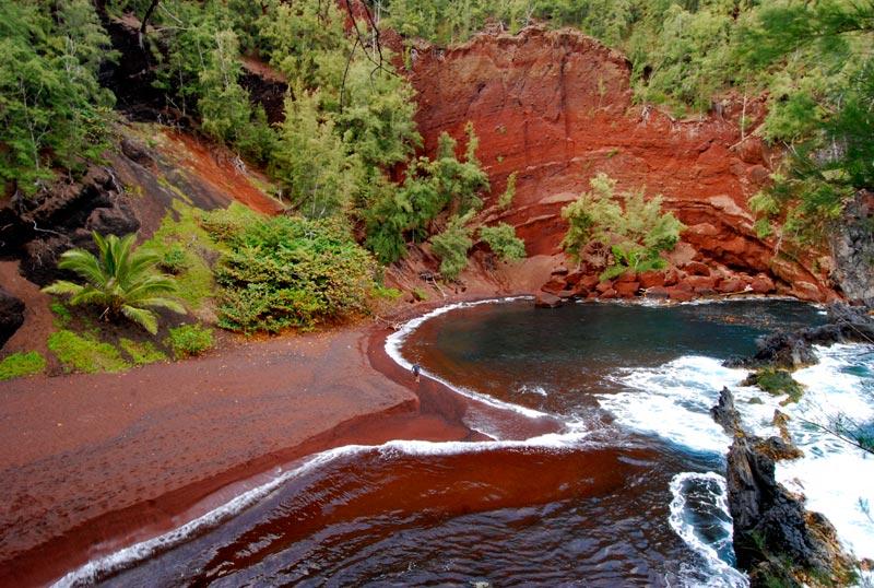 Kaihalulu-Beach-Maui-(1)