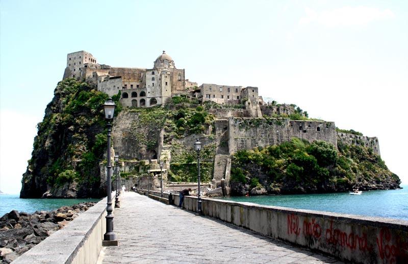 Letto A Castello Campania.I 12 Castelli Piu Belli D Italia Sul Mare Weplaya