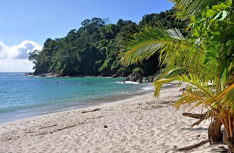 playa-manuel-antonio-costa-