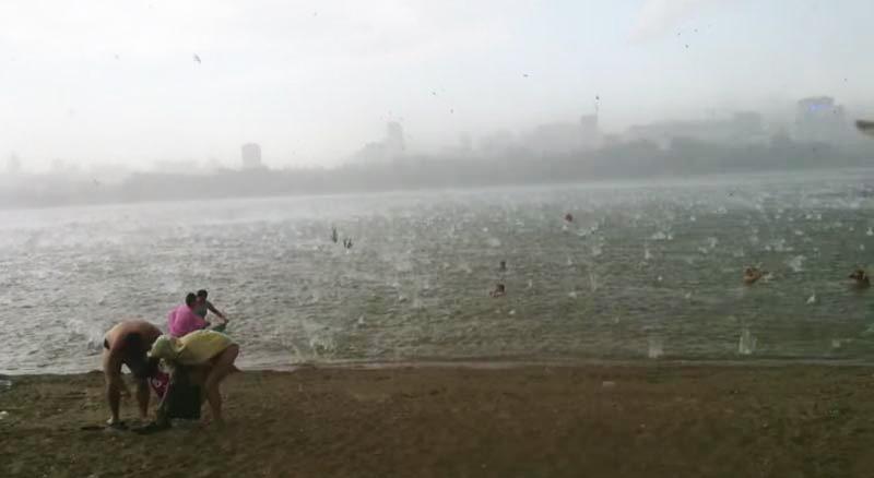 tempesta-grandine-spiaggia (2)
