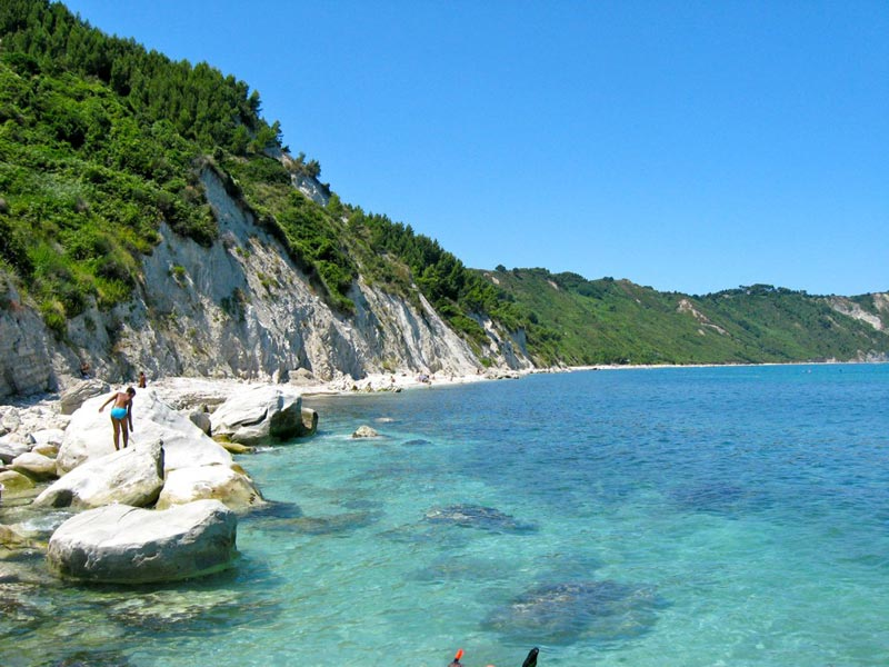 spiaggia-mezzavalle-ancona