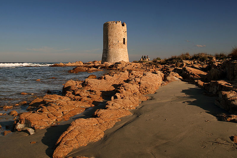 800px-Saracen_Tower_La_Caletta_opt(1)