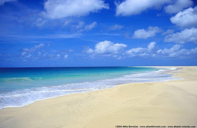 Praia-Vila-do-Maio